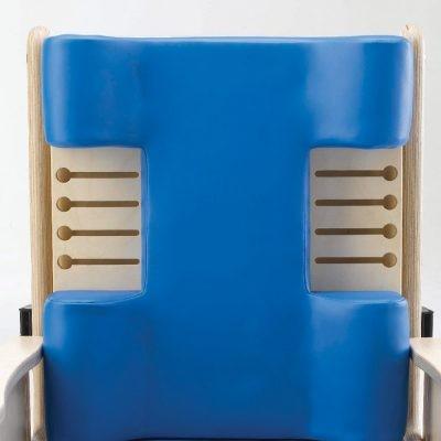 Modellierte Rückenlehne mit Ausschnitten für Seitenpelotten