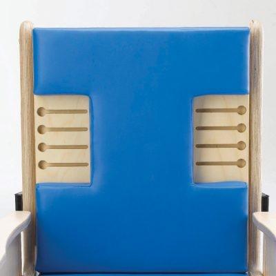 Flache T-förmige Rückenlehne mit Ausschnitten für Seitenpelotten